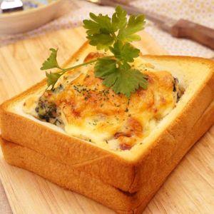 「厚切り食パンのとろ〜りパングラタン」のレシピ動画
