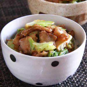 「豚肉とキャベツのごまみそ丼」のレシピ動画