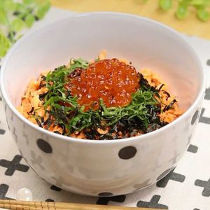 「鮭といくらの親子丼」のレシピ動画