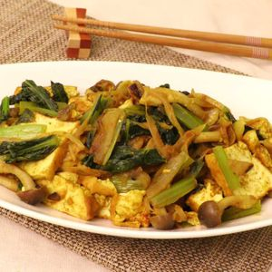 「小松菜と厚揚げのカレー風味炒め」のレシピ動画