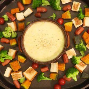 「ホットプレートでチーズフォンデュ」のレシピ動画