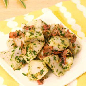 「里芋とベーコンのガーリック炒め」のレシピ動画