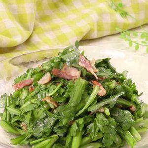 「春菊とカリカリベーコンのサラダ」のレシピ動画