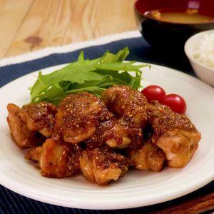 「鶏肉のごま照り焼き」のレシピ動画