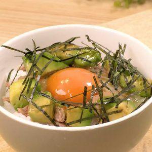「アボカド卵かけご飯」のレシピ動画