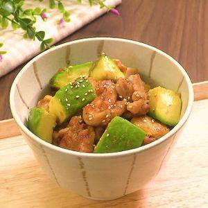 「鶏肉とアボカドの梅照り焼き丼」のレシピ動画