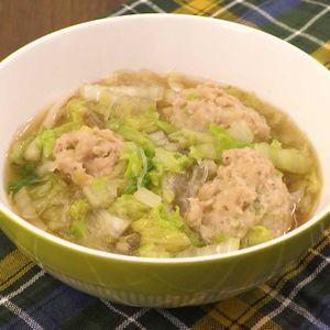 「白菜と鶏団子の春雨スープ」のレシピ動画