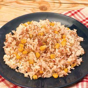 「コンビーフの炊き込みご飯」のレシピ動画
