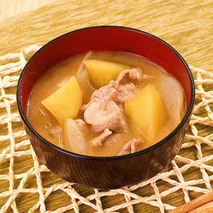 「豚肉とさつまいもの味噌汁」のレシピ動画