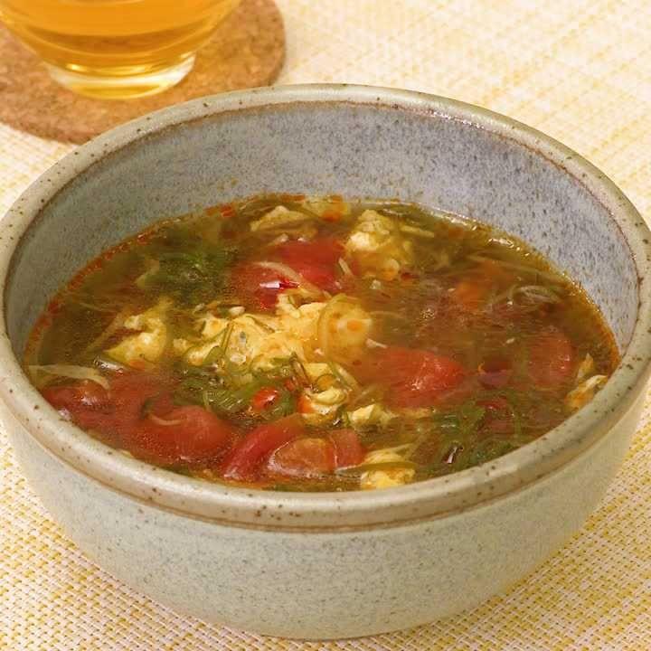 夜食にもおすすめ♪ めかぶのサンラータン風スープ