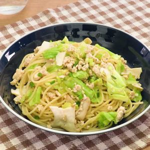「鶏ひき肉ときのこの柚子胡椒パスタ」のレシピ動画