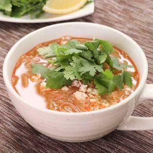 「パクチーとひき肉のピリ辛スープ」のレシピ動画