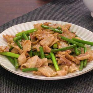 「豚肉とにんにくの芽のオイスター炒め」のレシピ動画