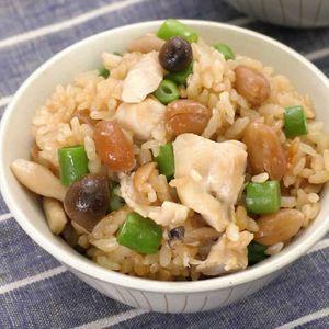 「鶏肉とピーナッツの炊き込みご飯」のレシピ動画