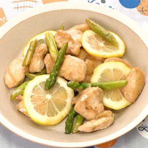 「とり肉とアスパラのレモン炒め」のレシピ動画