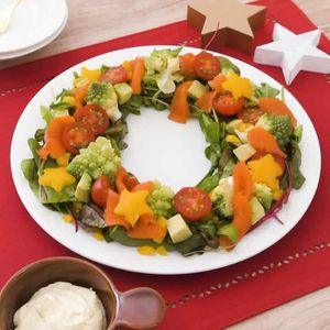 「ロマネスコとサーモンのリースサラダ」のレシピ動画