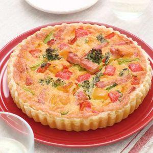 「彩り野菜とベーコンのキッシュ」のレシピ動画