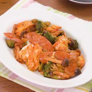 「魚肉ソーセージのオーロラソース炒め」のレシピ動画