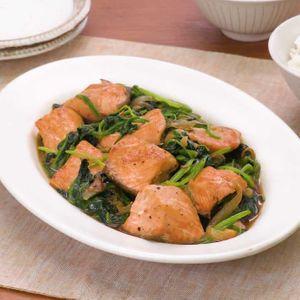 「鮭とほうれん草のバターソテー」のレシピ動画