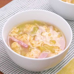 「ベーコンと白菜のとろとろコンソメスープ」のレシピ動画