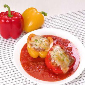 「肉詰めパプリカのトマト煮」のレシピ動画