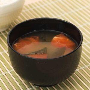 「トマトとわかめの味噌汁」のレシピ動画