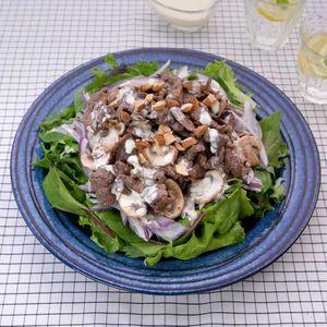 「牛肉とマッシュルームのガーリックマヨサラダ」のレシピ動画